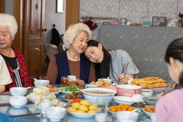 Rising Star Awkwafina Stays Amazing In 'The Farewell'