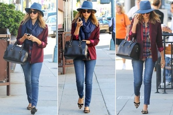 Jessica Alba, Master of Her Accessories