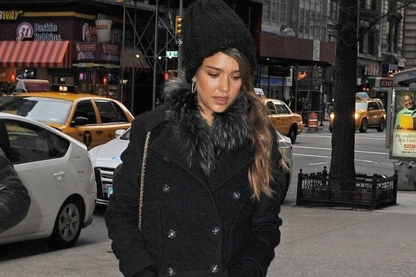 Accessorize Your Winter, Like Jessica Alba