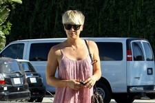 Kaley Cuoco Visits a Salon