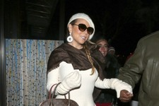 Mariah Carey Bundles Up in Aspen