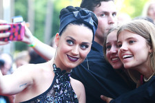Katy Perry Takes Selfies in Sydney
