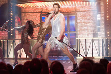 Anna Kendrick's 'Booty' vs. John Krasinski in a Dress: A 'Lip Sync Battle' for the Ages