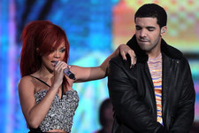 All the Signs That Rihanna and Drake are Actually Dating, For Real This Time