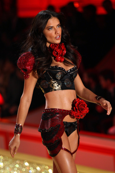 adriana lima victoria secret fashion show 2010. The 2010 Victoria#39;s Secret