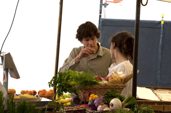 "Jesse Eisenberg and Ellen Page join the star-studded cast of the new Woody Allen movie ""Bop Decameron""  filming all afternoon at the fruit and vegetable market in Rome."
