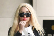 Amanda Bynes stops traffic with her bright yellow heels as she hails a cab in New York City.