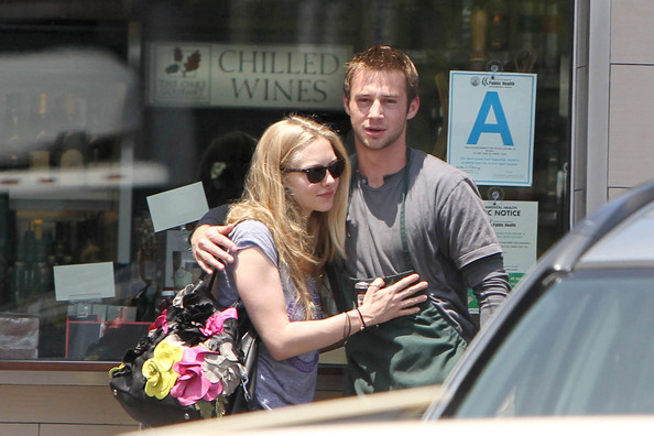 "Amanda Seyfried Amanda Seyfried, ""Letters to Juliet"" actress, meets up with a male friend for a cup of coffee. Seyfried, who is currently taking a break from her latest boyfriend Dominic Cooper, had coffee and a laugh with her friend who looked to be an employee of a grocery store. They could be seen hugging before she left."