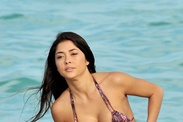 Arianny Celeste Beach Wallpaper