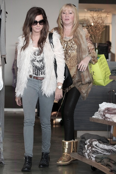 ashley tisdale twisted bun. Ashley Tisdale, wearing a faux fur gilet, seen shopping with her mom Lisa at Planet Blue and Club Monaco in Beverly Hills. The quot;Hellcatsquot; actress tweeted