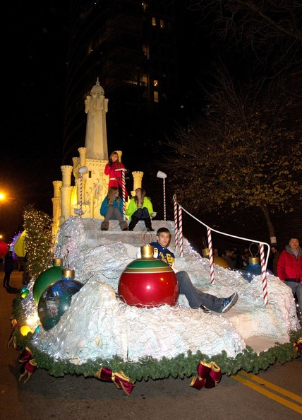 Bella Thorne - Bella Thorne jump starts the holiday season as she rides on a castle float in The Magnificent Mile Lights Festival in Chicago