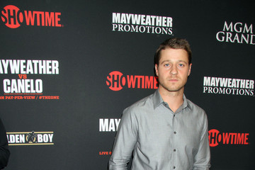 Benjamin McKenzie Stars at the MGM Grand for the Floyd Mayweather Jr. Fight