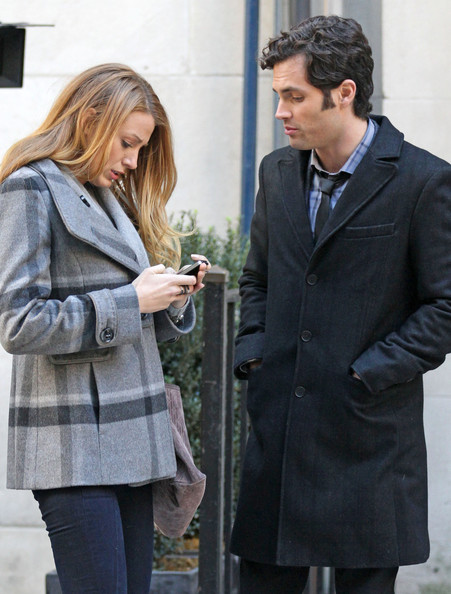 Blake Lively Blake Lively and Penn Badgley film a scene together amidst rumors of the two ending their relationship. Lively was rumored to be seen spending time with actor Ryan Gosling prior to her breakup with Badgley.