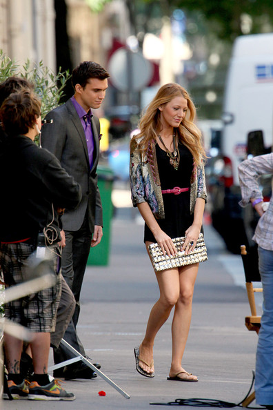 "Blake Lively and the cast and crew of ""Gossip Girl"" hit the streets of France's fashion capital Paris to film scenes for season four of the hit series."