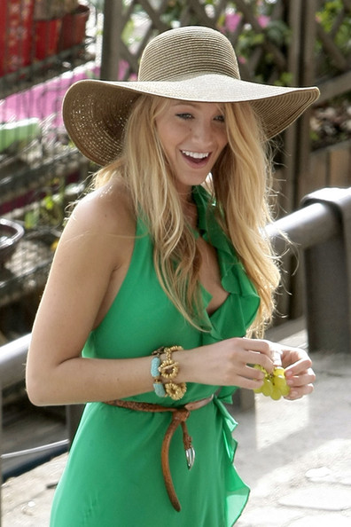 "Blake Lively Blake Lively wears a striking green gown whilst filming on location in France's fashion capital. The cast and crew are currently shooting season 4 of ""Gossip Girl"" in Paris."