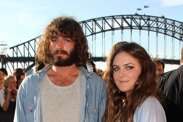 Julia Stone Angus and Julia Stone at the Sydney Opera House for the 2010 ARIA Awards