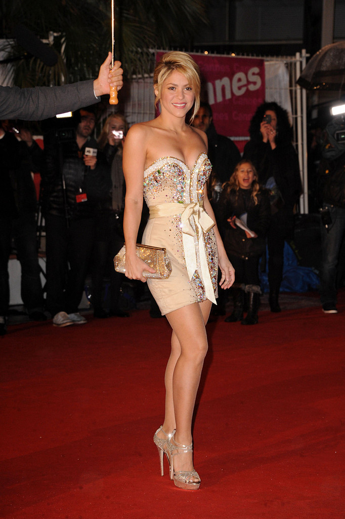 Shakira In Celebs On The Red Carpet For The Nrj Music