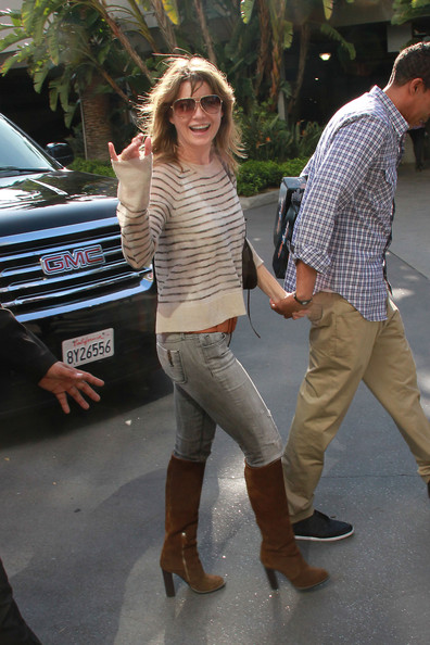 http://www1.pictures.zimbio.com/pc/Ellen+Pompeo+Celebs+Leave+Staples+Center+l53BxExtX0zl.jpg