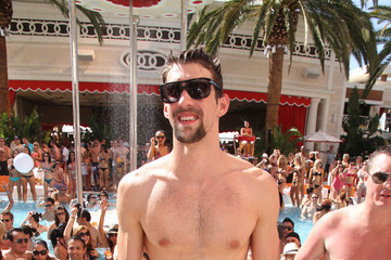 Olympian FISH OUT OF WATER! - Michael Phelps, Olympic Gold Medal swimmer, spends time in the pool for fun rather than training at the Encore Hotel beach club in Los Vegas