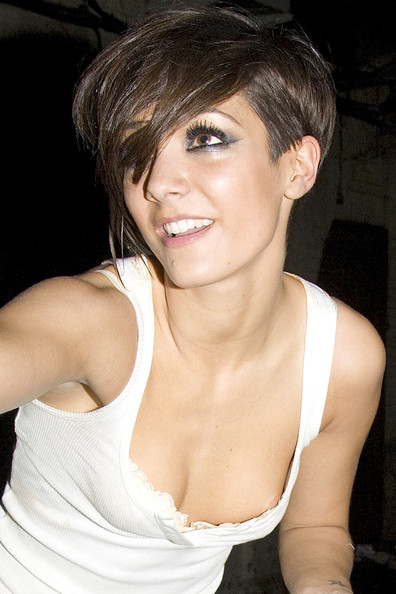 frankie sandford at a club in london   zimbio