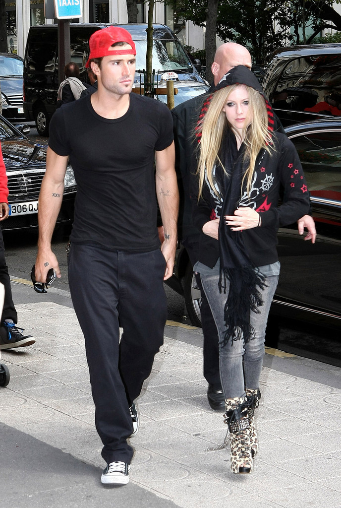 Avril Lavigne spotted out with son of Texas billionaire