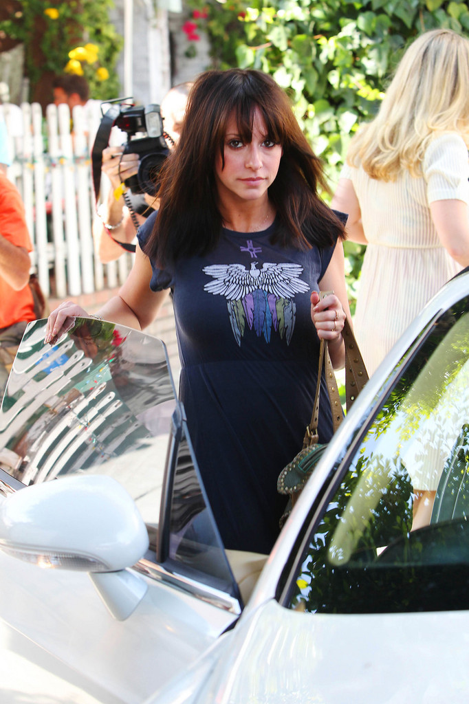 Jennifer Love Hewitt Shows Off Her New Haircut At The Ivy Jennifer
