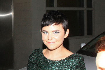 Ginnifer Goodwin Ginnifer Goodwin sparkles in a green, as she smiles and makes her way out of a show taping in Los Angeles