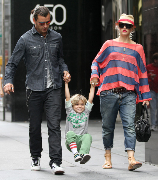 gwen stefani and gavin rossdale shop in nyc zimbio. Black Bedroom Furniture Sets. Home Design Ideas