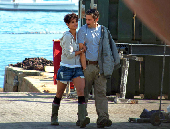 Halle Berry and Olivier Martinez on the Set of 'Dark Tide'