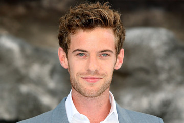 harry treadaway height