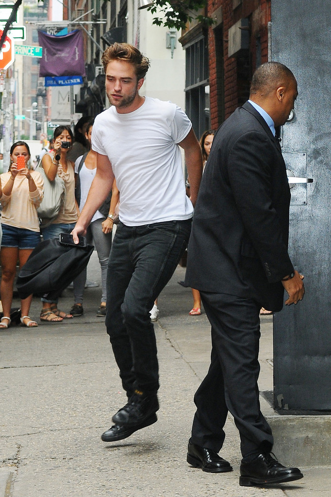 robert pattinson photos photos robert pattinson heads to lunch zimbio. Black Bedroom Furniture Sets. Home Design Ideas