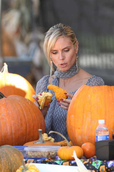 Heidi Klum Photos - Heidi Klum in a Beverly Hills Pumpkin Patch ...