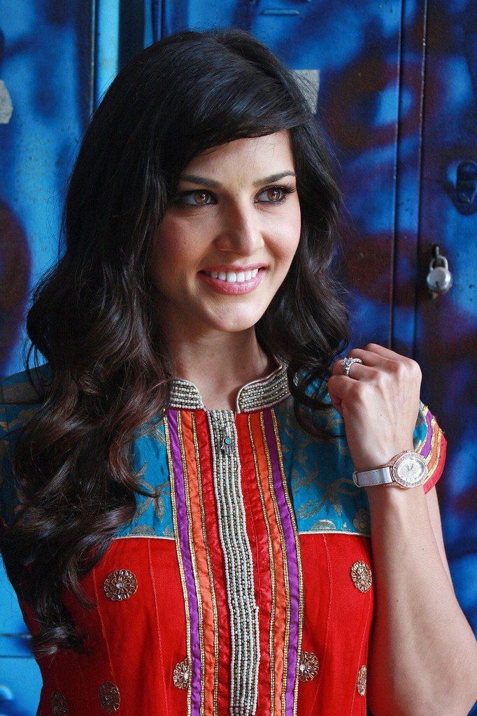Backstage Photos Of Sunny Leone Sunny Leone Zimbio