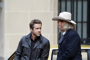 Jeff Bridges Ryan Reynolds Jeff Bridges on Set