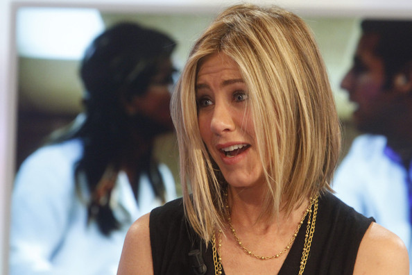 jennifer aniston bob. Jennifer Aniston makes a guest