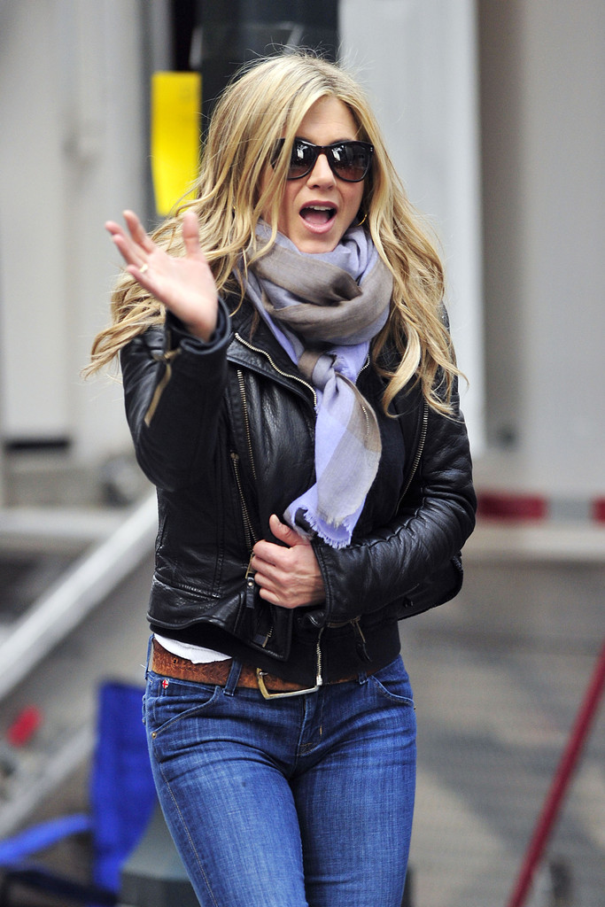 aniston leaves the set of quot wanderlust quot zimbio