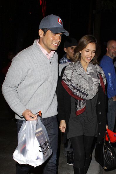 http://www1.pictures.zimbio.com/pc/Jessica+Alba+hubby+Cash+Warren+leave+Staples+H-zx5RwqIw-l.jpg