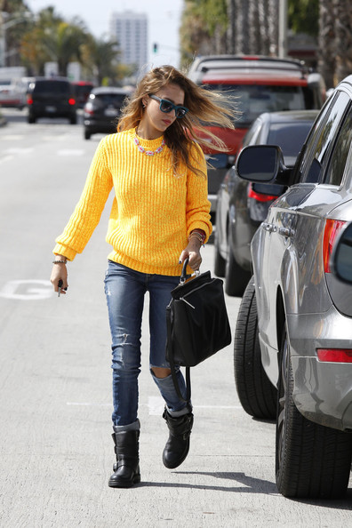 Jessica Alba out and about at Starbucks in Los Angeles.