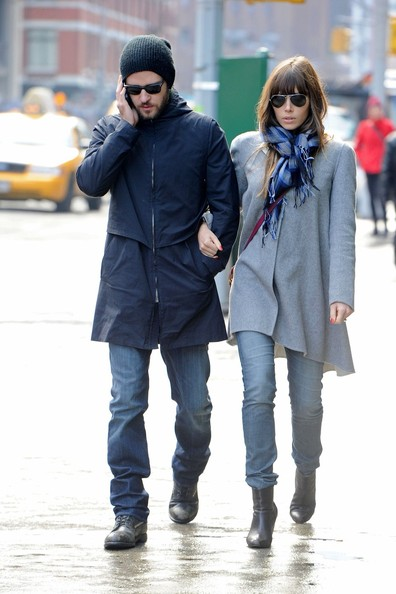 Jessica Biel - Jessica Biel and Justin Timberlake Out for a Stroll
