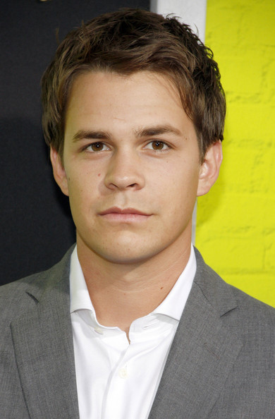 Johnny Simmons Photos Photos - Stars at the Premiere of 'The Perks Of ... Carey Mulligan