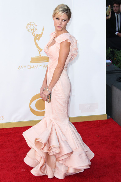 Julie Bowen - Arrivals at the 65th Annual Primetime Emmy Awards — Part 3