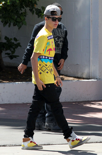 Justin Bieber Justin Bieber arrives at the Beverly Hilton hotel in Beverly Hills. Justin is set to release his new 'Boyfriend' music video very soon.