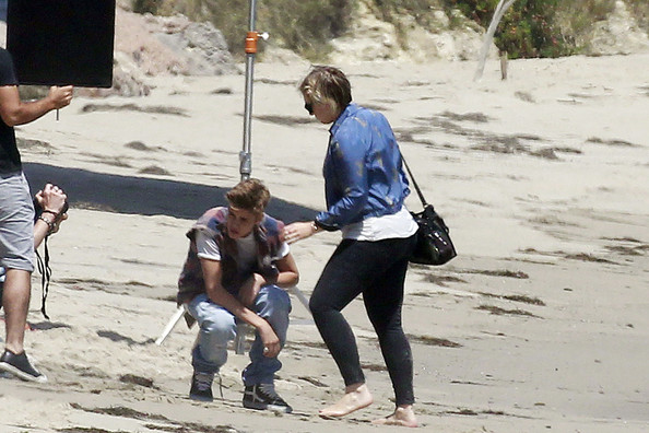 Justin Bieber - Justin Bieber poses for a photoshoot on the beach in Malibu
