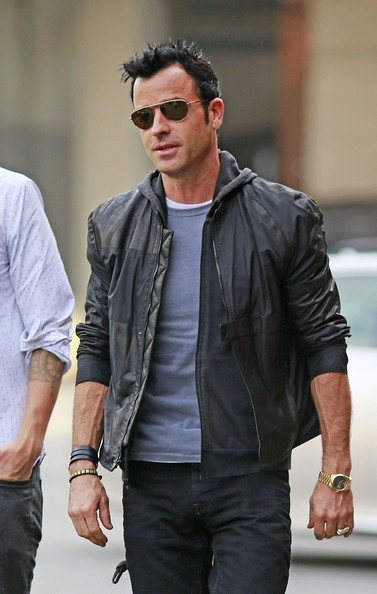 Justin Theroux Goes to Fashion Week with a Nice Ring