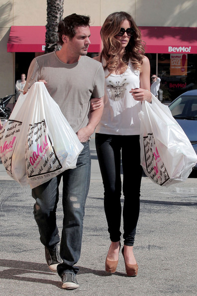 "Kate Beckinsale and husband Len Wiseman head back to their car after picking up some Easter goodies from Aah's gift shop. Beckinsale was reportedly offered the starring role of ""Lori"" in the upcoming science fiction remake of ""Total Recall"" alongside Colin Farrell."