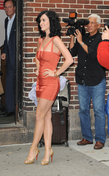 Katy Perry Katy Perry wears a skin tight dress and gold high heels as she arrives at the Ed Sullivan Theater for an appearance on