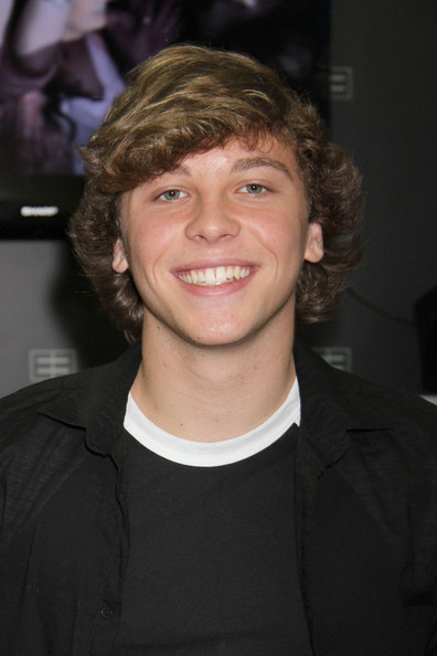 ... - Lol Keaton Stromberg Plays With Makeup No Keaton Stromberg From