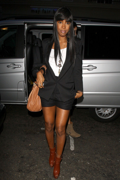 Kelly Rowland showcases her long legs in a cute pair of city shorts as she