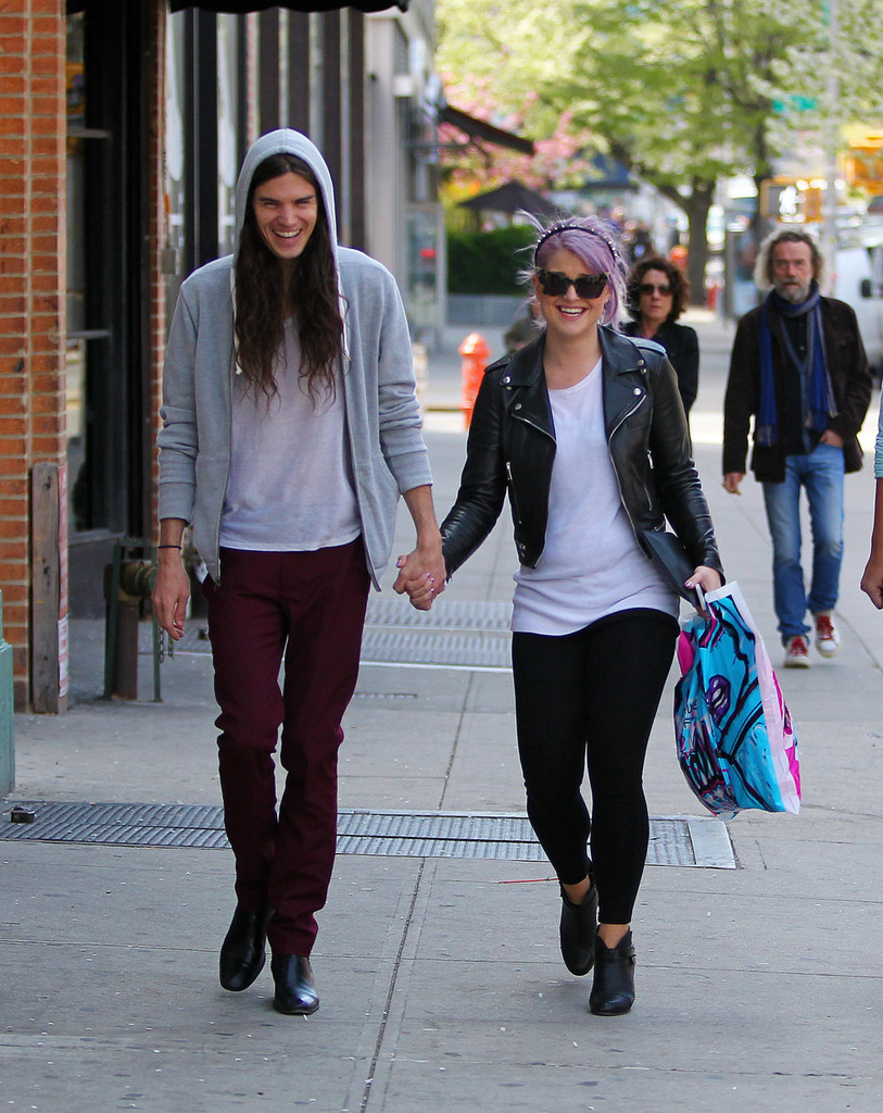 Kelly Osbourne - Kelly Osbourne and Matthew Mosshart Hold Hands in NYC