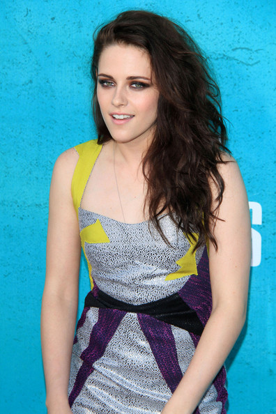 Kristen Stewart - Celebs at the 2012 MTV Movie Awards 3